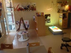 Kök med rum i rummet, överblick, 1 års avd, fönster till golv, ljusinsläpp möte ute o inne skapandet