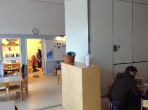 Vikvägg, sam arb olika avd, fönster i vägg transparens